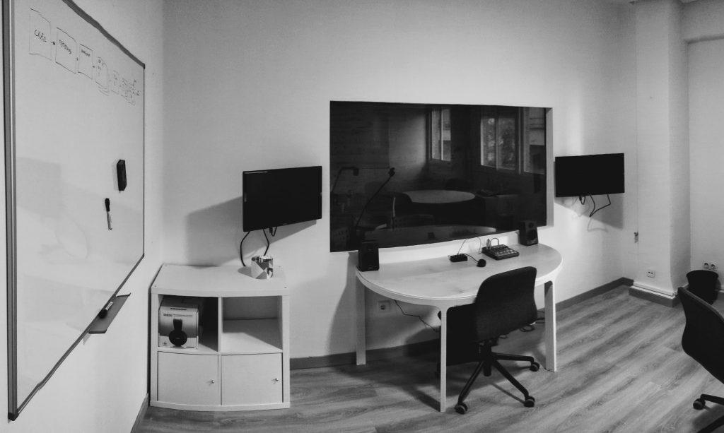 Sala de observación para clientes del laboratorio UXde TeaCup Lab