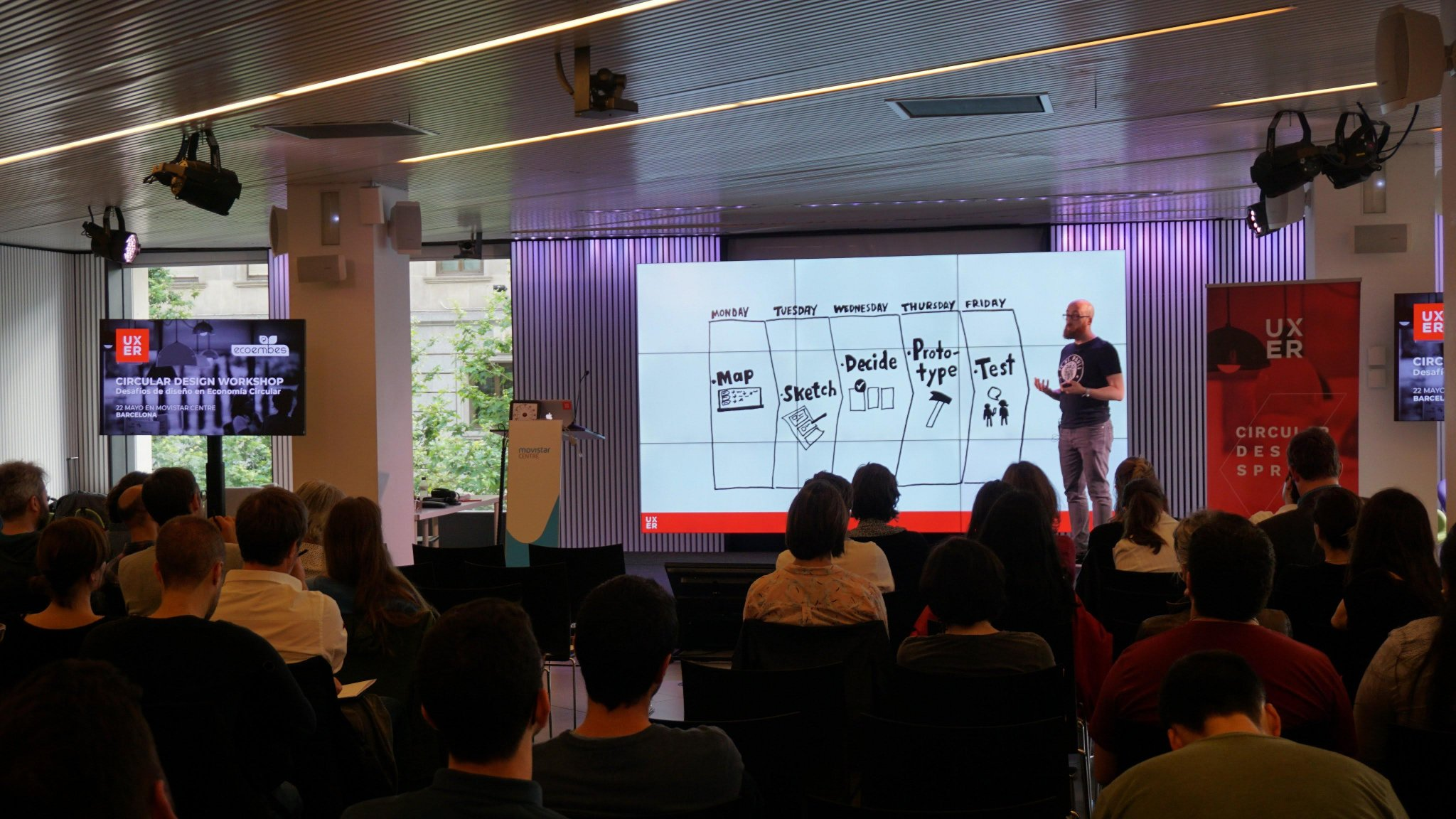 Stefano Serafinelli explicando qué es un Design Sprint